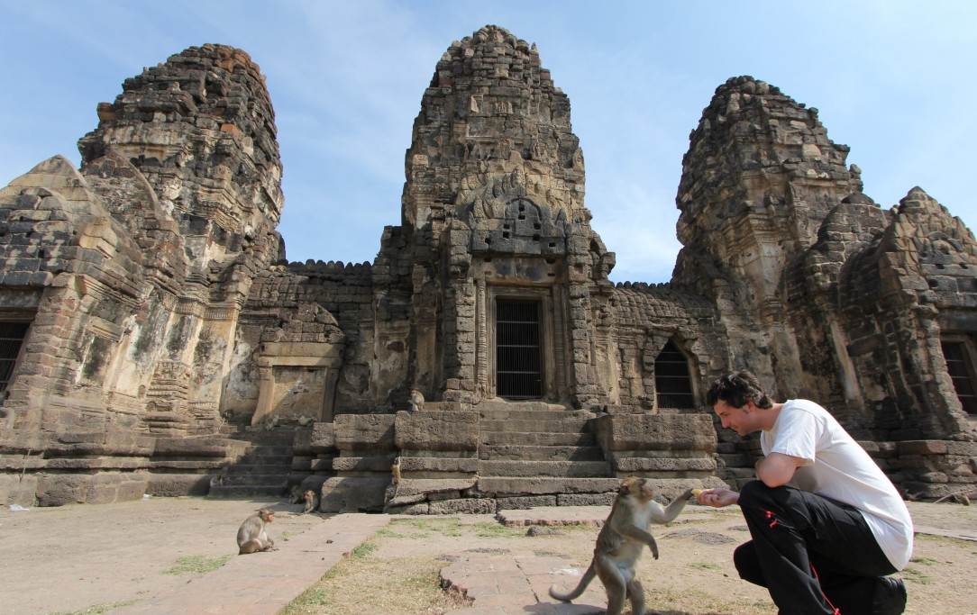 Lopburi_Monkeys_55_crop